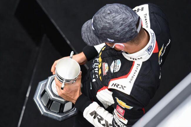 © Rinus VeeKay met zijn troffee na zijn eerste IndyCar-podium | Indycar
