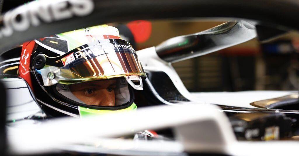 Mick Schumacher snoert journalist de mond na persoonlijk vraag over vader Michael - Racingnews365