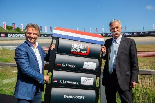 © Jan Lammers (links) samen met Formule 1-baas Chase Carey   Formula 1