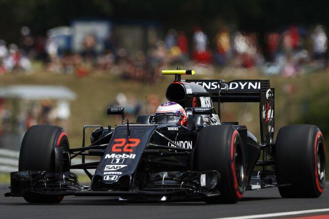© Jenson Button in zijn MP4-31 (2016) | McLaren F1